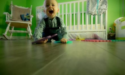 Baby not crawling at 10 months -the tips you should know!