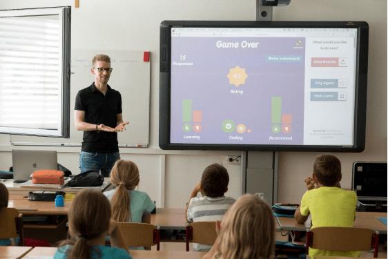 Which is better: Montessori or Regular Schools